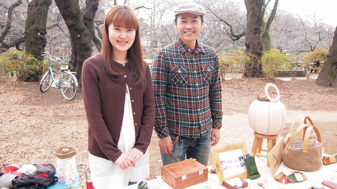 アートマーケッツとヘブンアーティストな人々|その3「bagwormさん(革鞄・革小物作家)/ hinagiku*さん(アクセサリー作家)」
